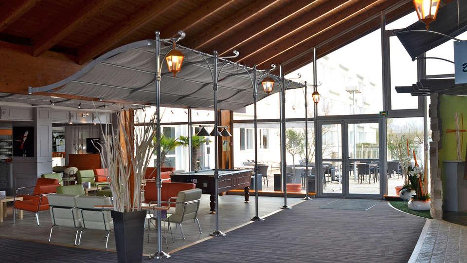 Kyriad Direct Poitiers Nord Futuroscope - EDIT_hall1.jpg