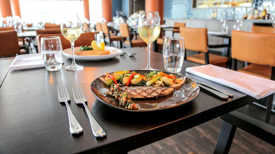 Fletcher Hotel-Restaurant Leidschendam-Den Haag - Edit_Restaurant2.jpg