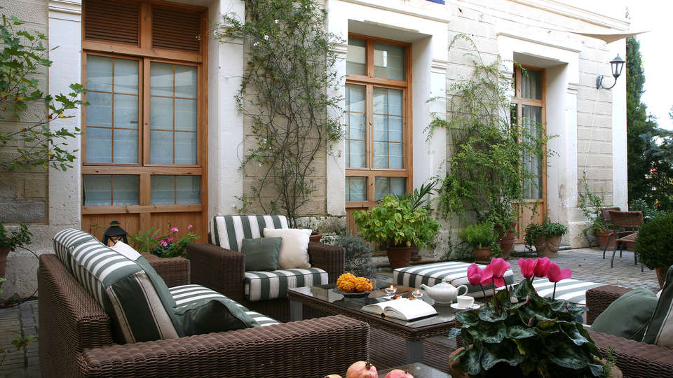 Hotel L'Estació - EDIT_terrace.jpg