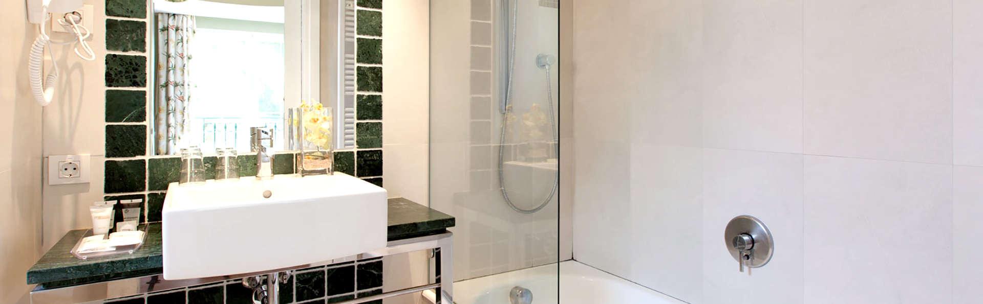 Hotel Les Rotes - Edit_Bathroom.jpg