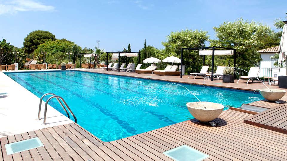 Hotel Les Rotes - Edit_Pool3.jpg