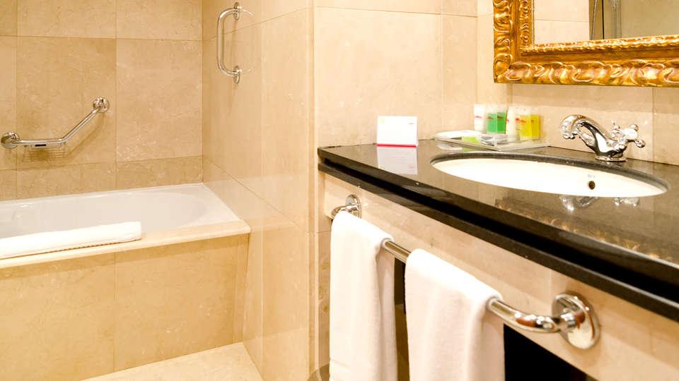 Gran Hotel Los Abetos 4* Superior - Edit_Bathroom.jpg