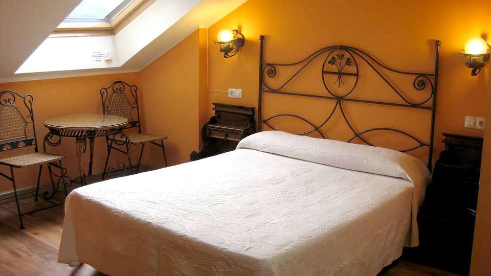 Hotel Los Acebos Arriondas - Edit_Room3.jpg