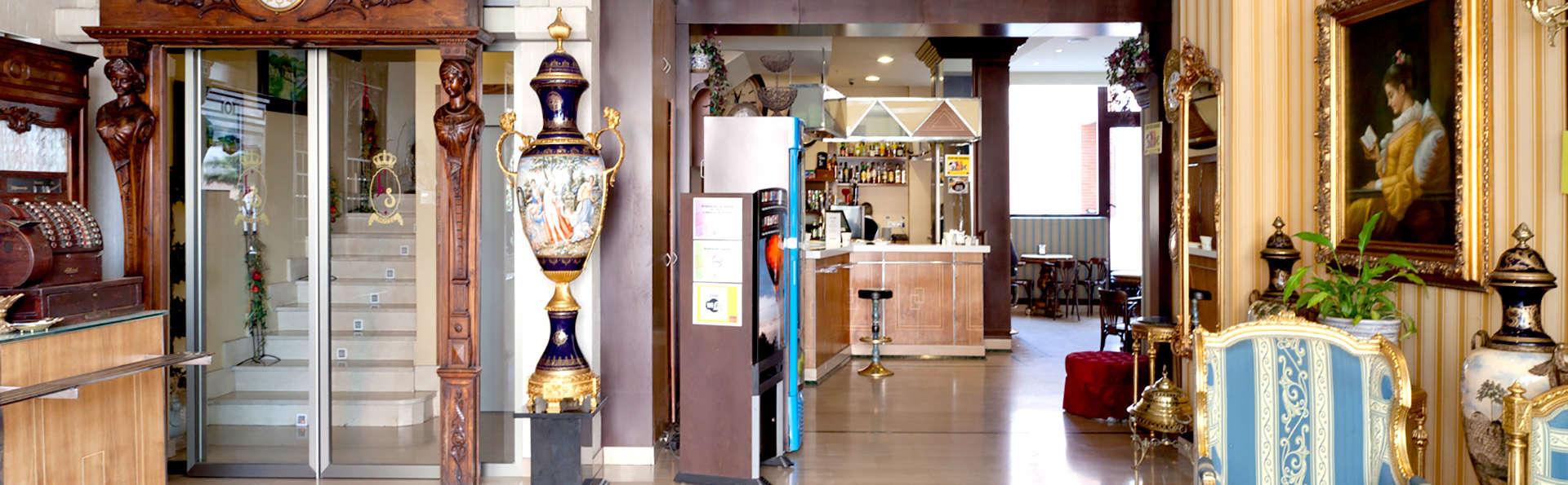 Hotel los Braseros - Edit_Reception2.jpg