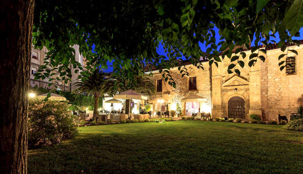 Lujo y encanto en un bonito Palacio cerca de Santander con desayuno y aperitivo incluido