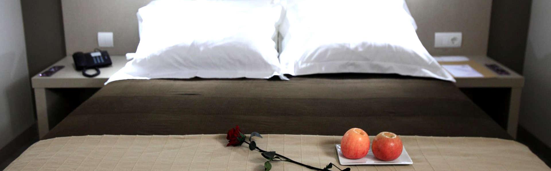 Hotel Los Guardeses - Edit_Room4.jpg