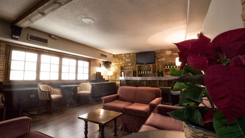 Hotel Los Lagos Nature - EDIT_salon1.jpg