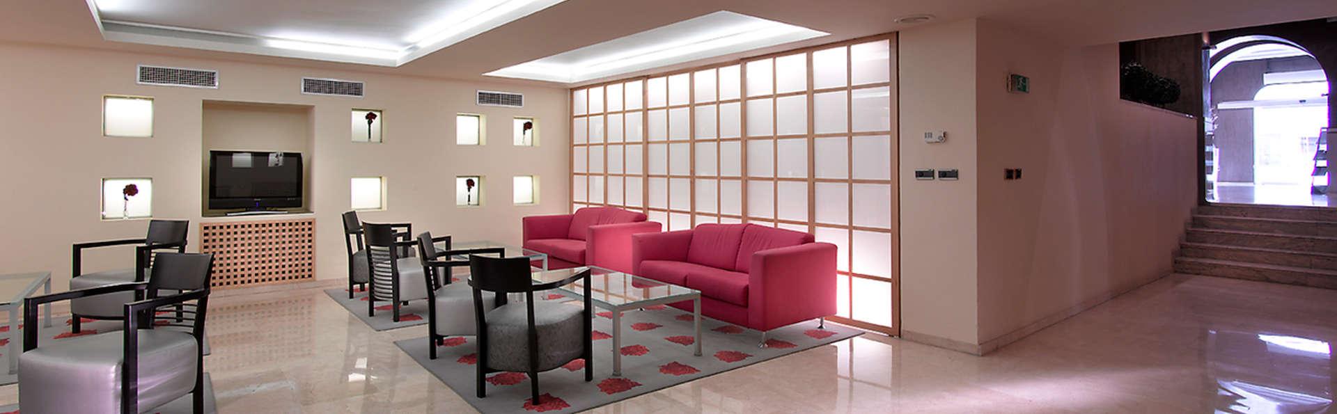 Hotel Macià Cóndor - EDIT_lobby.jpg