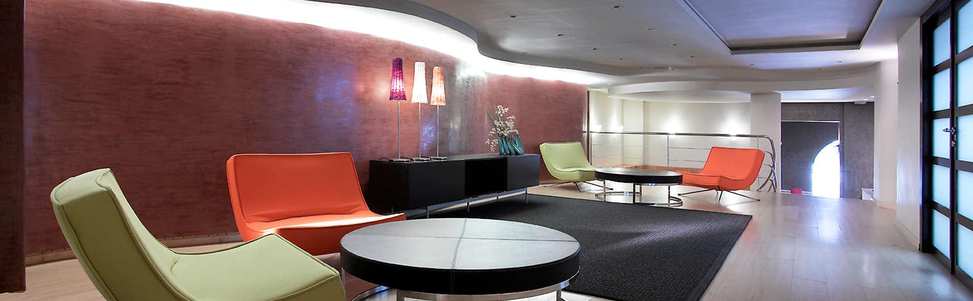 Hotel Macià Cóndor - EDIT_lobby1.jpg