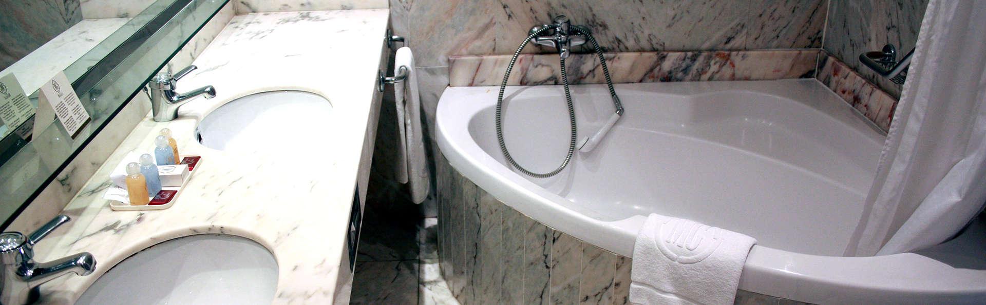 Hotel Mas Gallau - Edit_Bathroom2.jpg