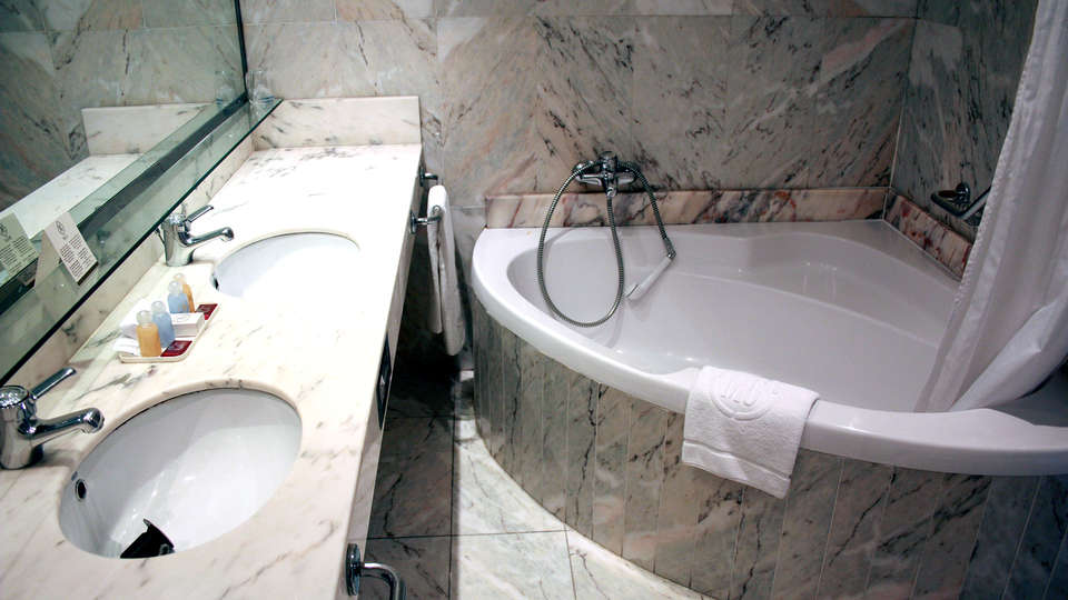 Hotel Mas Gallau - Edit_Bathroom2.jpg