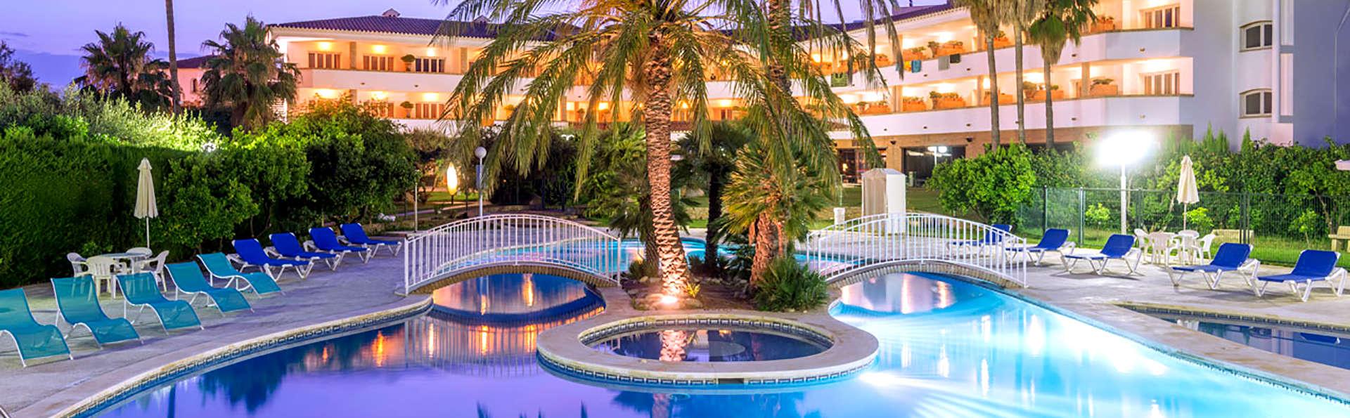 Hotel Mas Gallau - Edit_Pool2.jpg