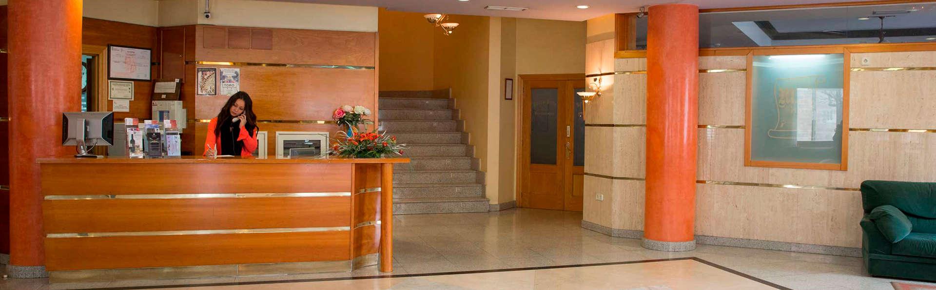 Hotel María de Molina - edit_recepcion.jpg
