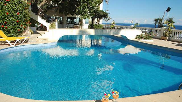 Descubre Torrevieja en un hotel 3* frente al mar con desayuno incluido (1 niño gratis)