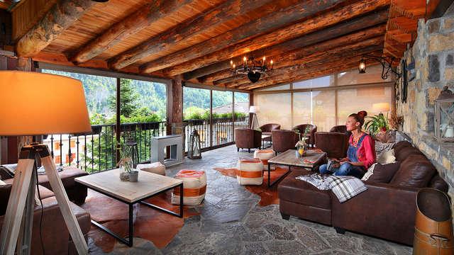 Escapada con cóctel en terraza Chill out con vistas impresionantes al Pirineo Aragonés