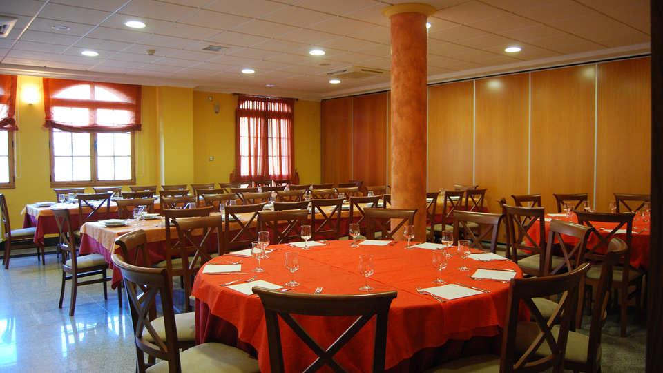 Hotel Meleiros - EDIT_restaurant3.jpg