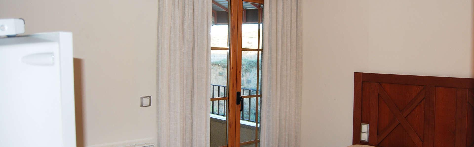 Hotel Meleiros - EDIT_room.jpg