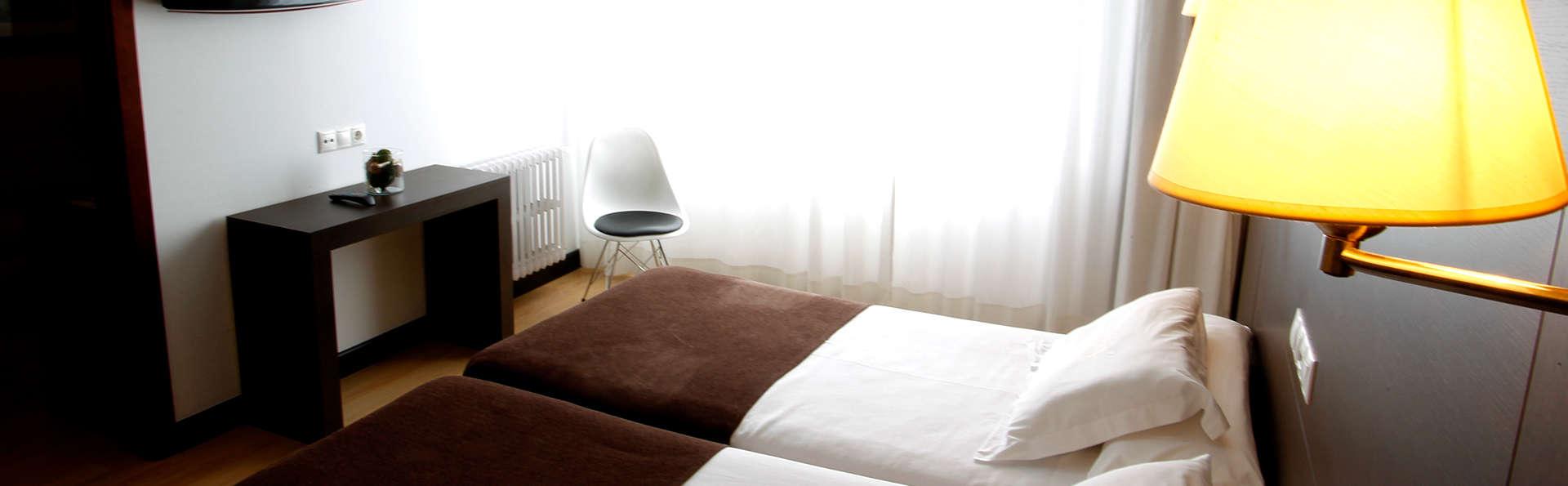 Hotel Méndez Núñez - Edit_Room.jpg