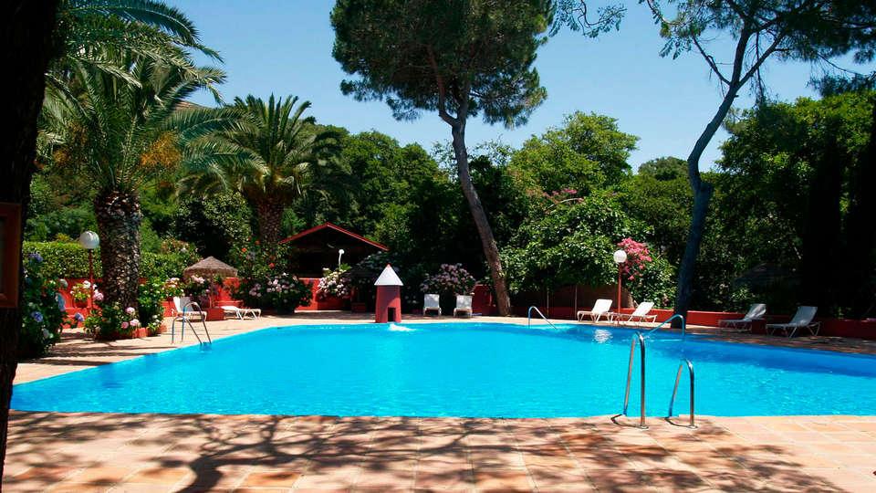 Hotel Mesón de Sancho - edit_piscina3.jpg