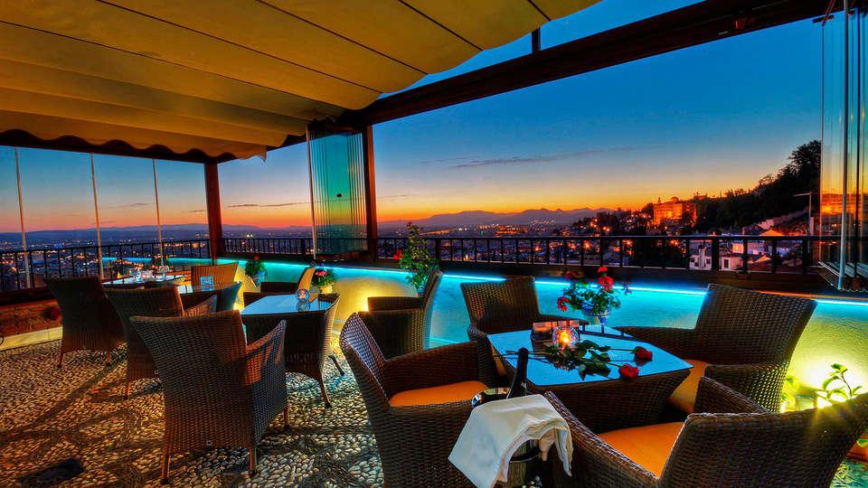 Hotel Mirador Arabeluj  - EDIT_terracepool.jpg