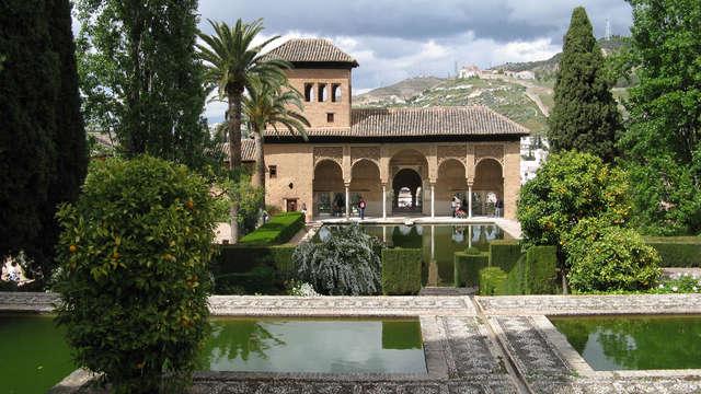 Découvrez Grenade dans un hôtel à 7 minutes de l'Alhambra
