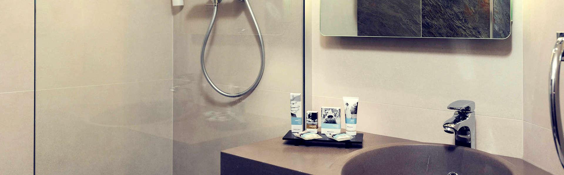 Hotel Mercure Paris Porte de Pantin - Edit_Bathroom.jpg