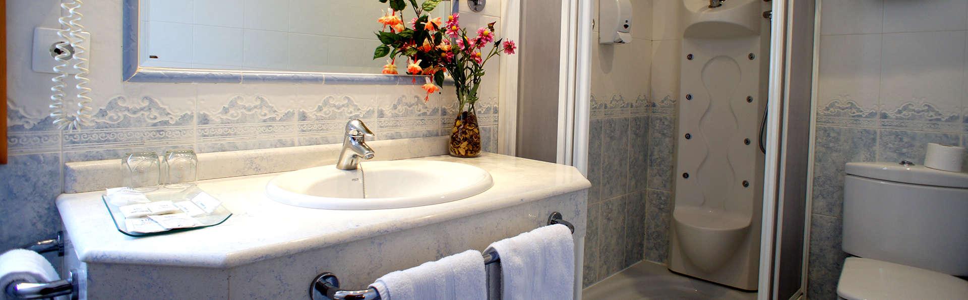Hotel Montermoso - Edit_Bathroom4.jpg