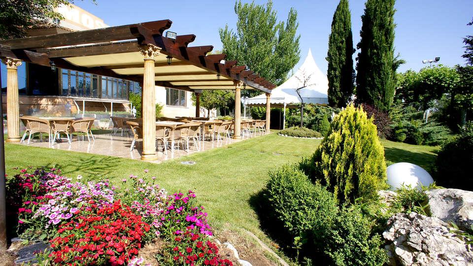 Hotel Montermoso - Edit_Terrace2.jpg