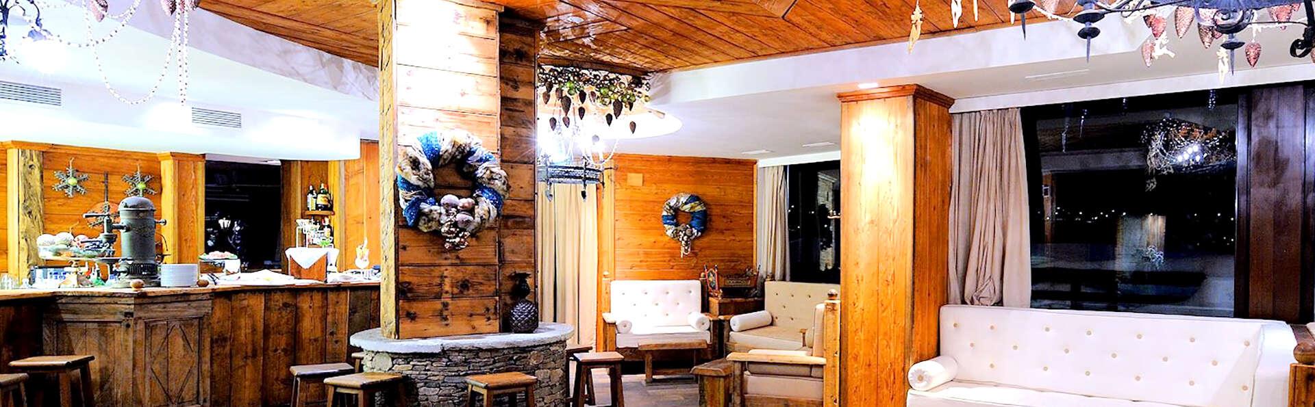 Hotel Principi di Piemonte - Edit_Bar.jpg