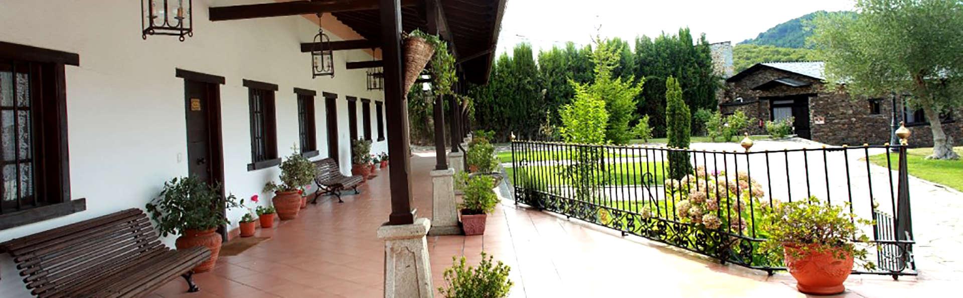 Hotel Monumento 4* Pazo Do Castro - Edit_terrace.jpg