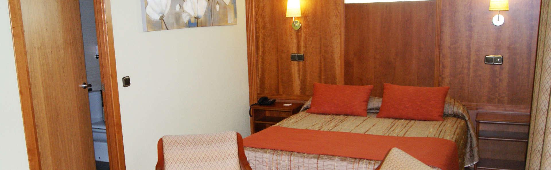 Hotel Mozárbez Salamanca - EDIT_room.jpg