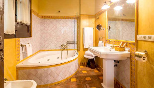 Hotel Museo Palacio de Mariana Pineda - Bathroom