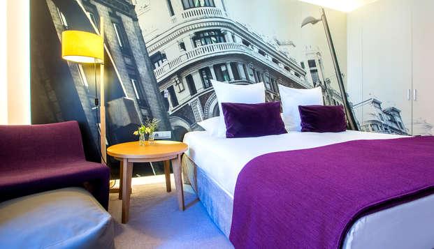 Escapada en un hotel de lujo en el Barrio de las Letras de Madrid con desayuno y salida tardía