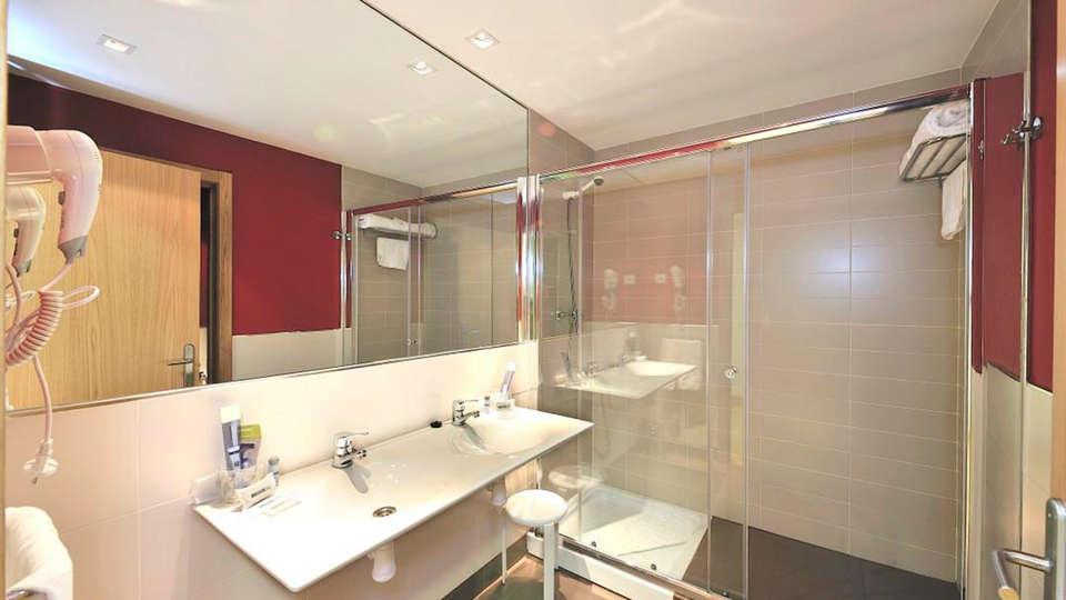 Hotel Naval Sestao - EDIT_bath.jpg