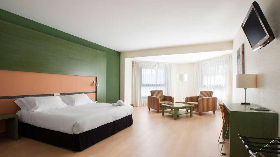 Hotel Naval Sestao - EDIT_room.jpg