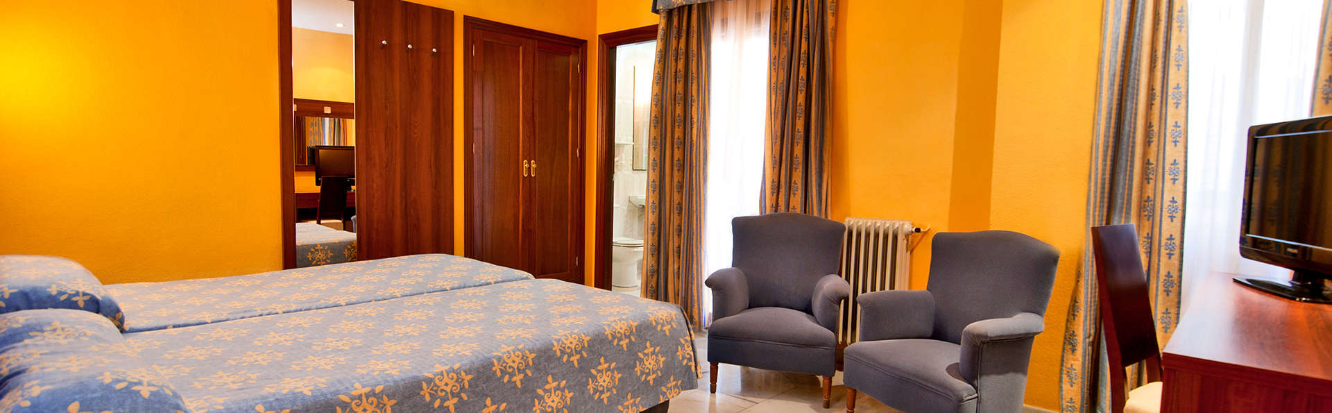 Hotel Nuevo Palas - EDIT_room4.jpg