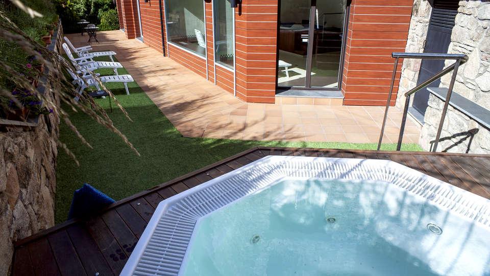 Hotel Obaga Blanca - Edit_Jacuzzi3.jpg