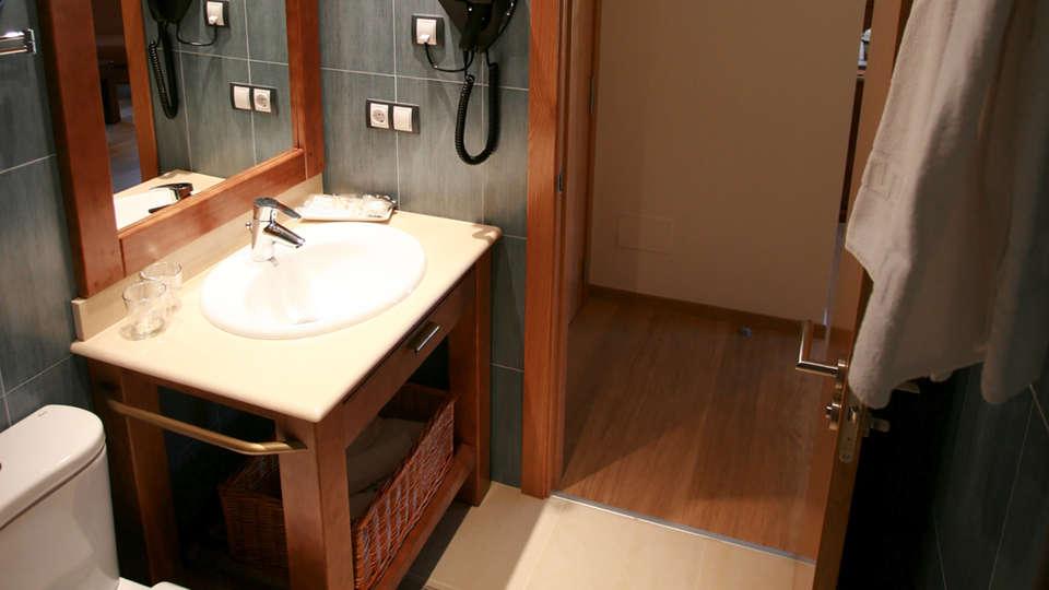 Hotel Obaga Blanca - Edit_Bathroom.jpg