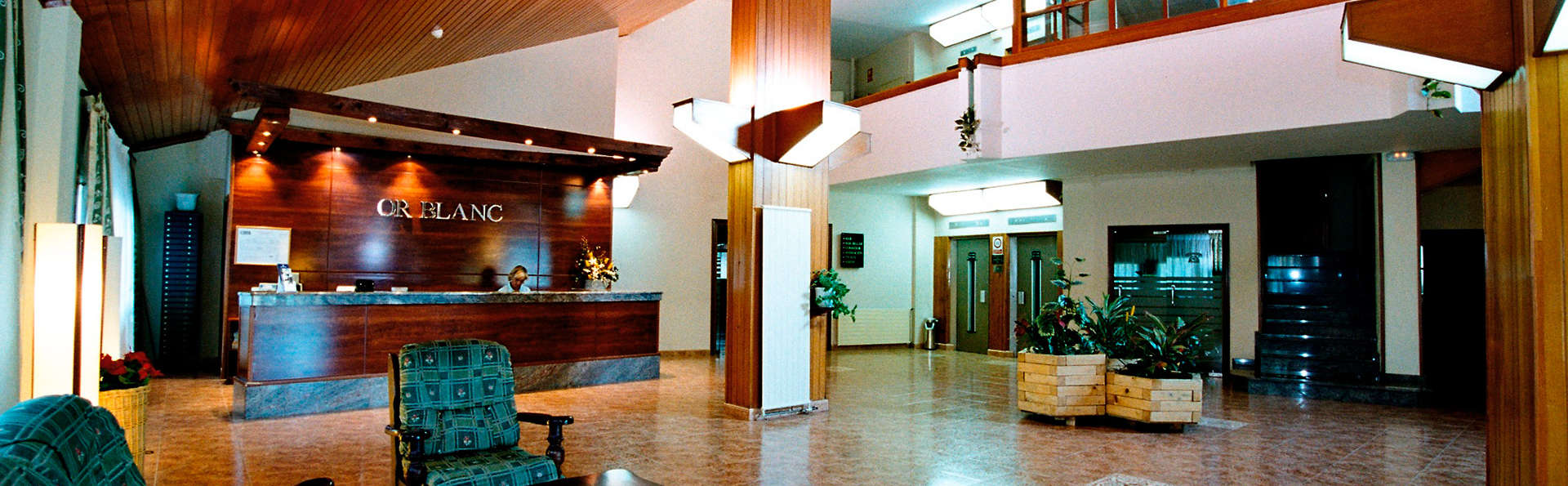 Hotel Or Blanc - EDIT_reception.jpg