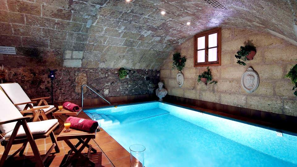 Hotel Palacio Ca Sa Galesa - Edit_Pool.jpg