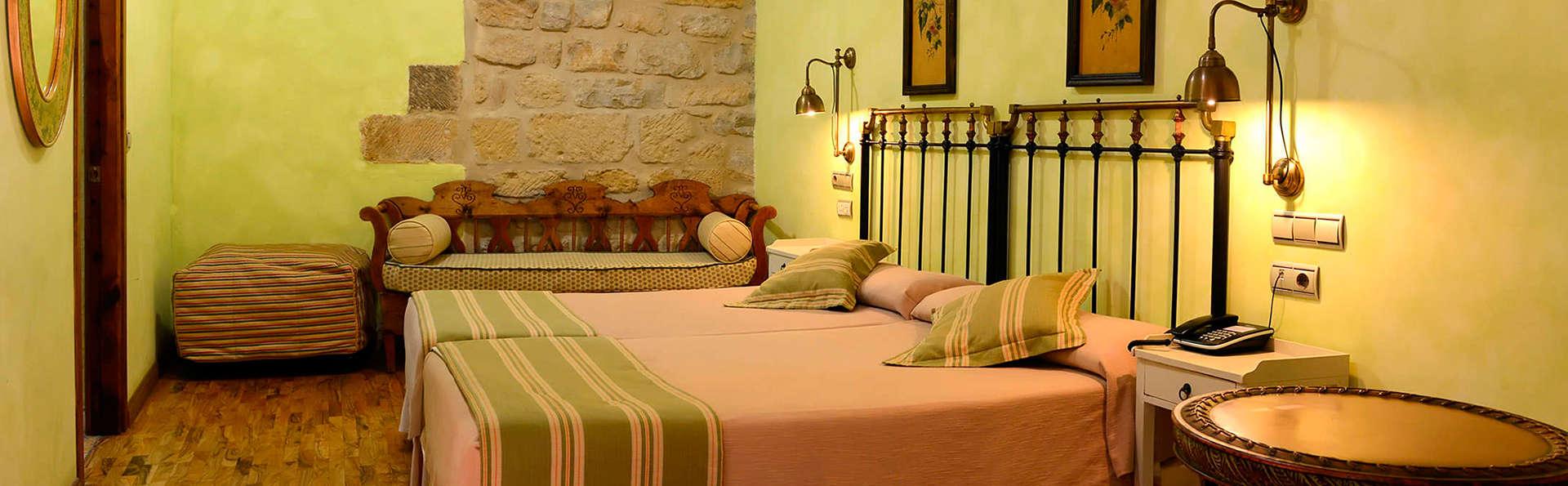 Hotel Palacio de los Salcedo - EDIT_room5.jpg