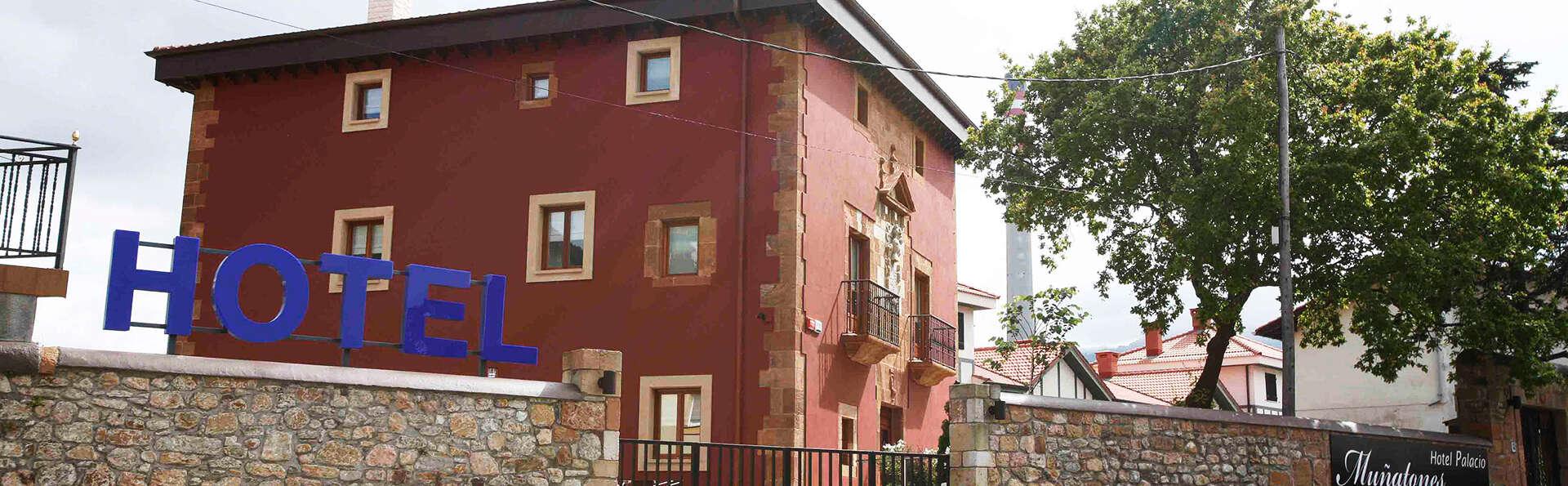 Hotel Palacio Muñatones - EDIT_front.jpg