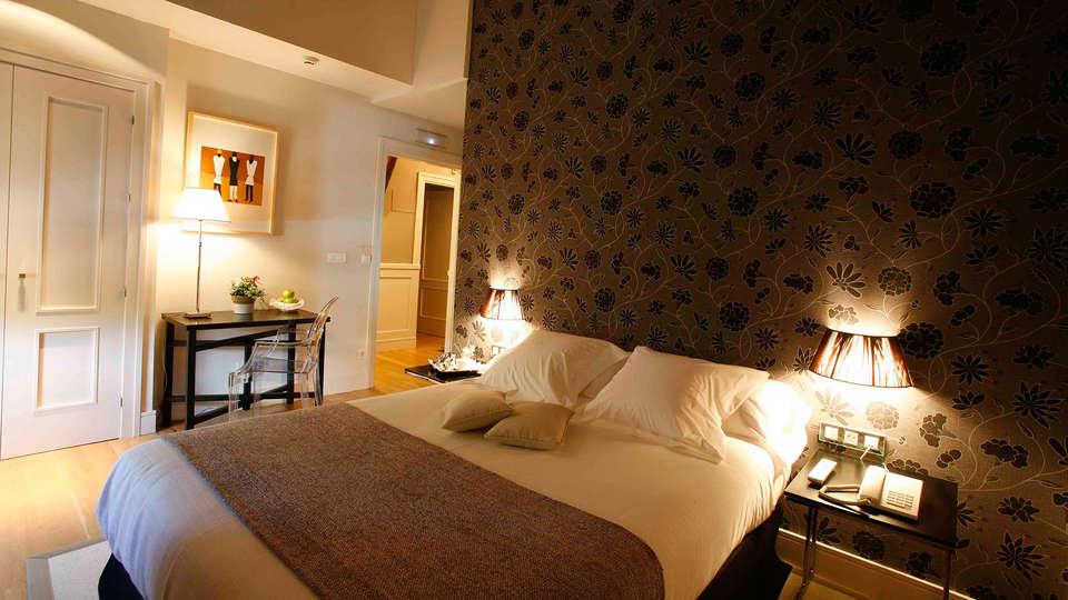 Hotel Palacio Muñatones - EDIT_room2.jpg