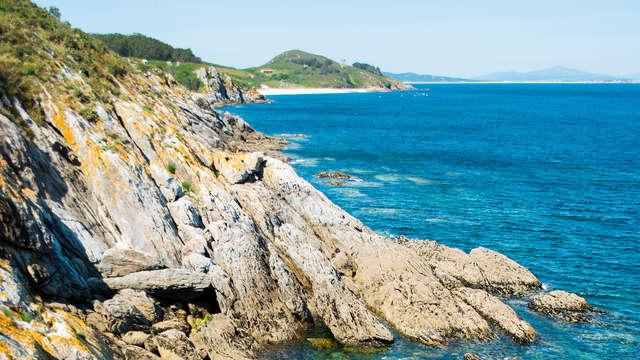 Lujo al completo: Escapada con Cena, Spa y Crucero a la Isla de Ons