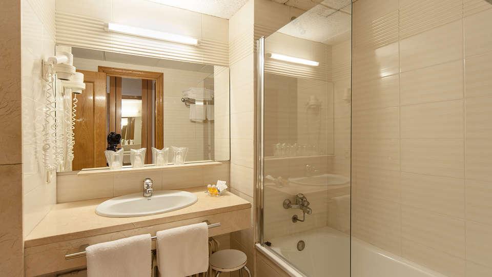 Park Hotel & Spa Puigcerdá - EDIT_bath.jpg