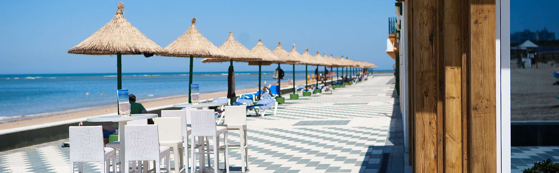 Hôtel avec accès direct à la plage à Rota