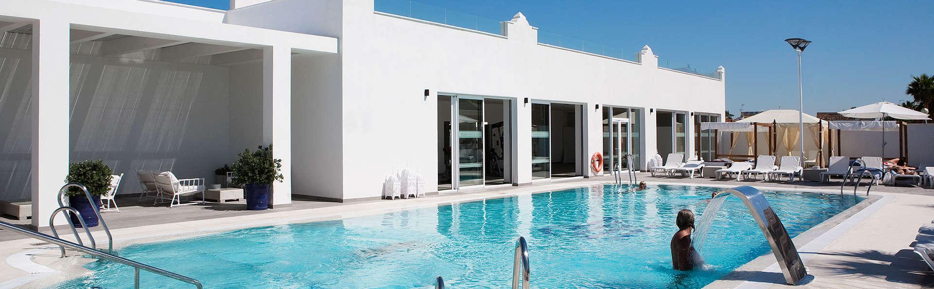 Séjour ''Chill out'' avec accès direct à la plage, boisson rafraîchissante et beach club à Rota