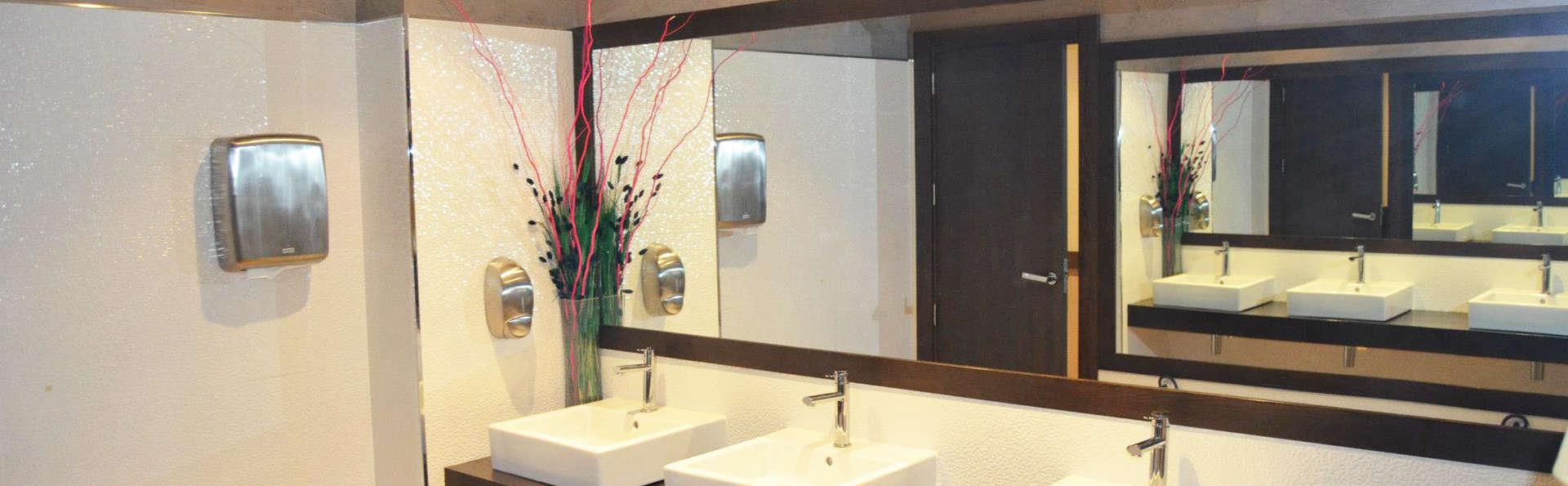 Hotel Playasol - EDIT_bath.jpg