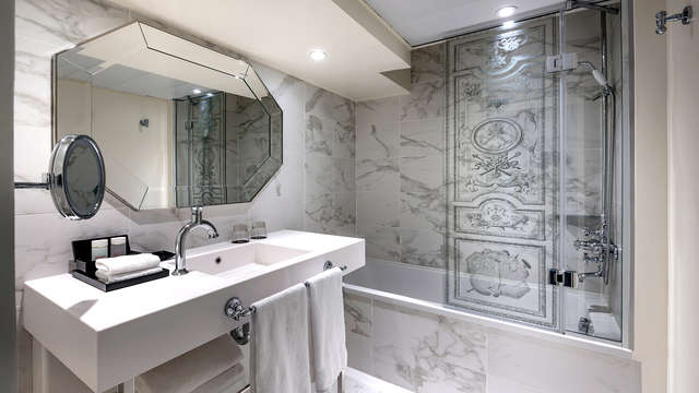 Le Louis Versailles Chateau MGallery by Sofitel - NEW BATHROOM