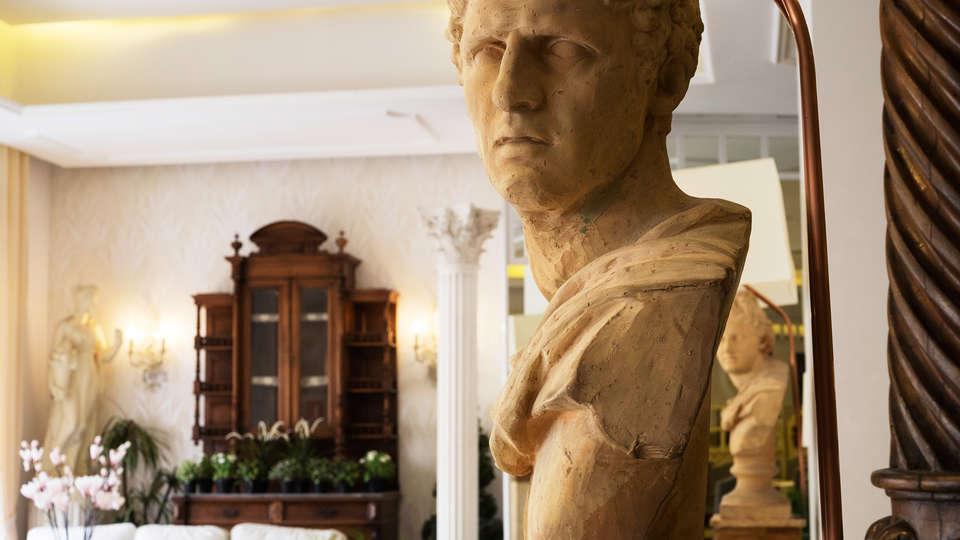 Hotel President - EDIT_detail.jpg